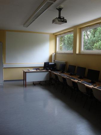 Schulgebäude 4