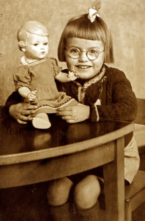 Gerti Wener im Kindergarten 1944.jpg