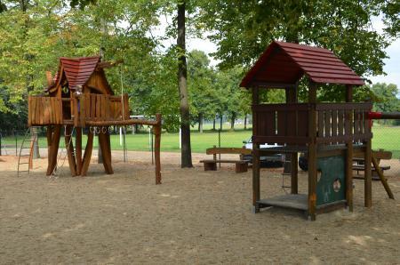 Spielplatz Hintergrund Wälder