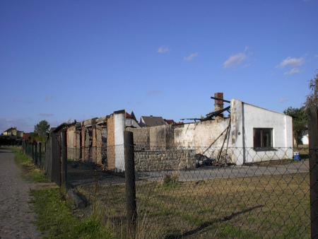Die abgebrannte Lagerhalle am Bahnhof