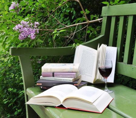 Im Garten vorgelesen Foto: K. Raatz