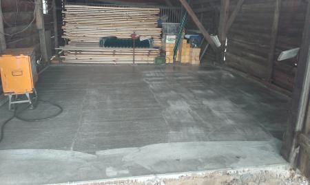 Ausgegossener Fußboden in der Scheune