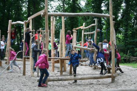 Kind Vom Klettergerüst Gefallen : Haus der begegnungen und des lernens berichte