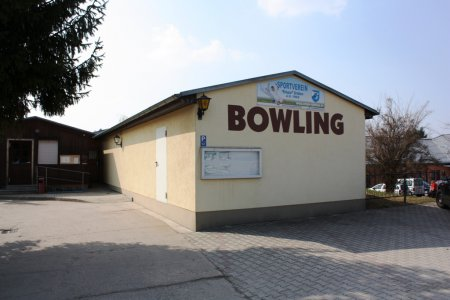 Bowlingbahn und Gaststätte