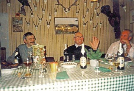 Gemütliches Beisammensein des Jagdvorstandes in der Jagdhütte Neukalen am 20. November 1998