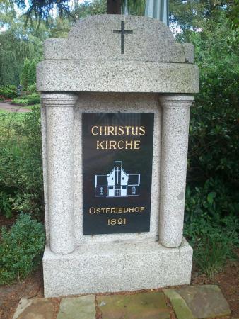 K1024_Ostfriedhof Stein am Eingang.JPG