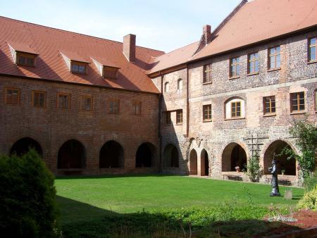 Klausur Innenhof 3.jpg