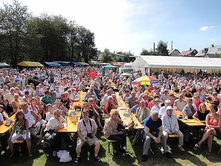 Kräutermarkt -  wie immer mit zahlreichen Gästen.jpg