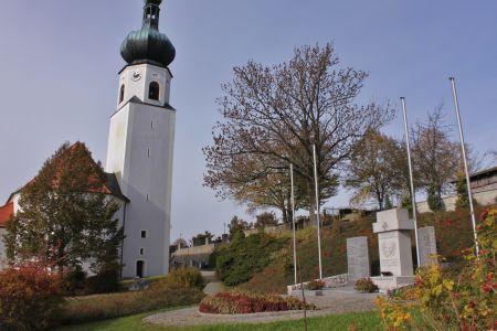 Denkmal und Kirche