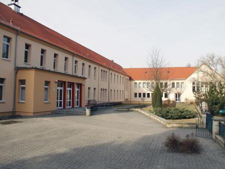 k-Schule vom Spielplatz