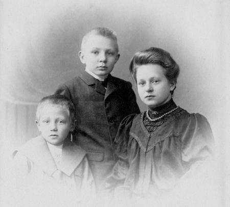 August, Christian und Anne-Marie Kühl 1905