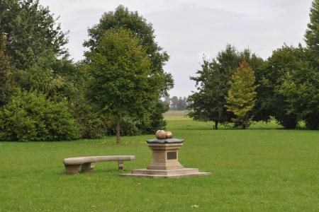 Denkmal an die Frau von  Friedland im Schlosspark