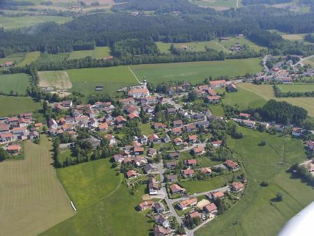 Luftaufnahme Moosbach+Kirche.JPG