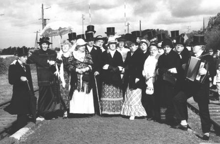Der Männergesangverein am 27. September 1987 auf dem Bahnsteig in Neukalen zum Empfang des Traditionszuges