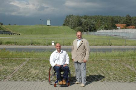 Dieter Buchwald und Thomas Malcher am Grenzdenkmal