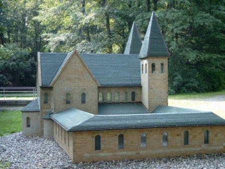 Modell des Benediktinerklosters Reinhardsbrunn.jpg
