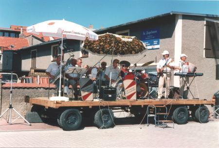 Die Stadtkapelle beim Fest der Feuerwehr am 12. August 1995
