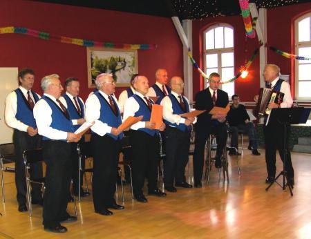 Auftritt des Männerchors am 13.12.2008 zur Weihnachtsfeier der Volkssolidarität