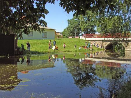 Kinder des Jugendclubs beim Angeln, 6.7.2011