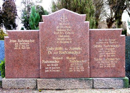 Grabmonument der Familie Rademacher auf dem Neukalener Friedhof