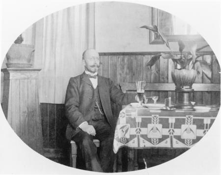 Der erste Bahnhofsgastwirt Karl Nicolai um 1910