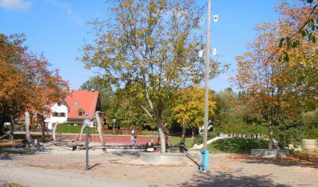 Neuer Schulhof 2012.jpg