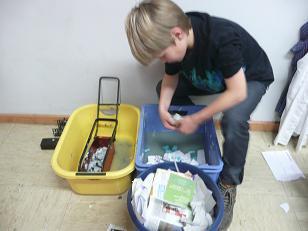 Papier sammeln und zerkleinern