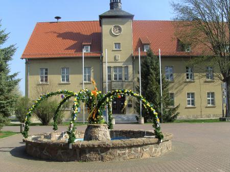 Rathaus mit Osterbrunnen