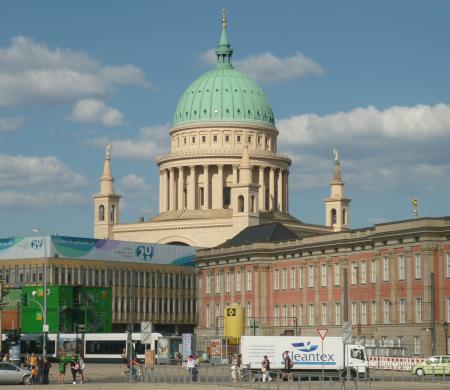 Potsdamer Nikolaikirche  mit Stadtschloss