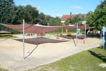 Sandkästen mit Sonnensegel