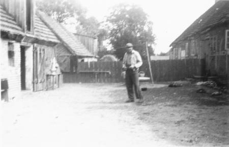 Hinter dem Haus von Kurt Päplow