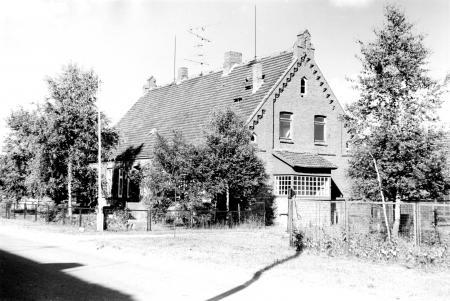 Das Schulgebäude (Aufnahme vom Juli 1986)