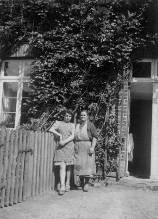 Lotte Hilbricht und Ida Küster (vor 1945)