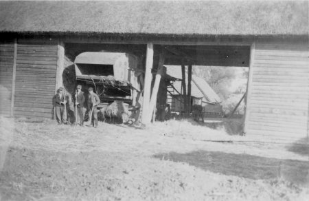 Pause beim Getreidedreschen, 1949