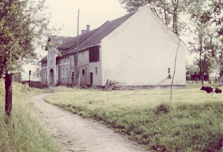 So sah das Elternhaus von Magdalena Schwarz, geb. Streibel in Wiese-gräflich 1971 aus