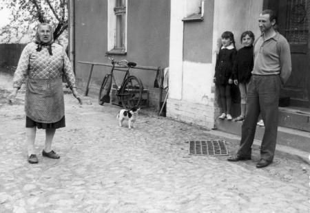 Diese polnische Frau war im Juni 1945 mit ihren Kindern in das frühere Haus von Maria Streibel in Wiese-gräflich eingezogen (Foto von 1971)