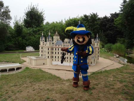 Schloss und Petermännchen.jpg