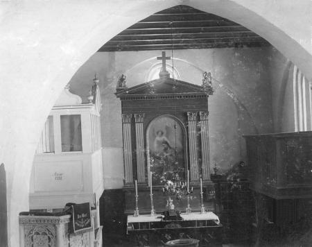 Der Altar in der Schorrentiner Kirche (Fotografie aus der Zeit vor 1940)