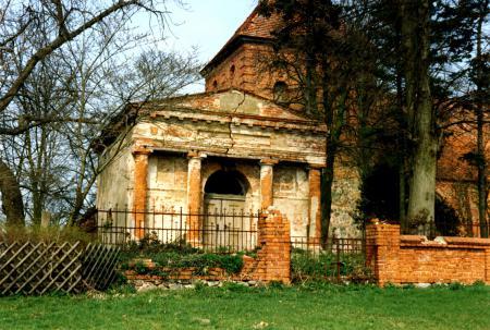 Das Erbbegräbnis der Familie Viereck 1990 (2)