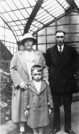 Erna und Ewald Schroeder mit Sohn Herbert im Lincoln-Park in Chicago 1932
