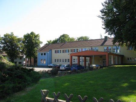 Schule B.