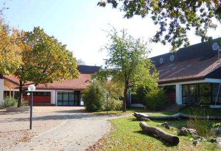 Schule Vierkirchen 2012.jpg