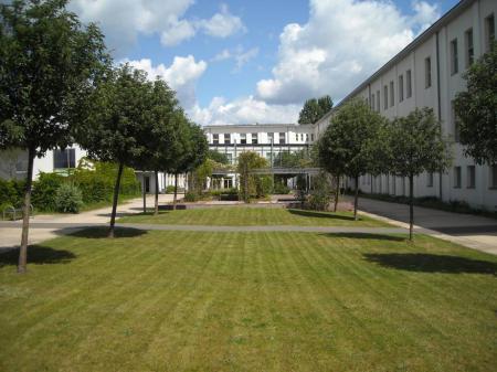 Schulhof Innenbereich