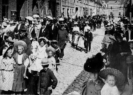 Ummarsch zum Schützenfest 1907 mit Schützenkönig Wilhelm Brümmer