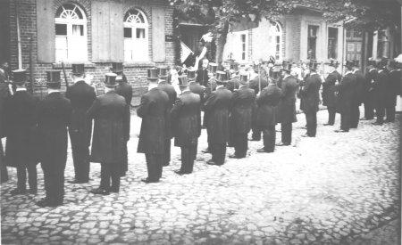Abholung des Fähnrichs Hartwig Fischer durch die Schützenzunft, 1927 (2)