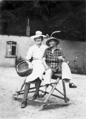 Maria Kneier und Tante Resel
