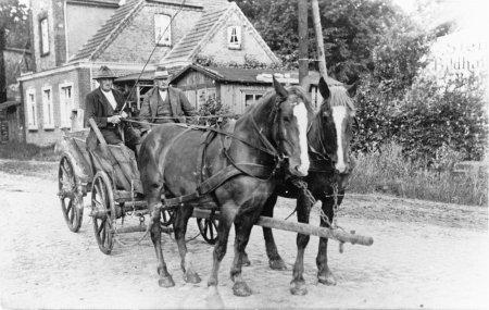 Ackerbürger Heinrich Sonntag (rechts) 1920