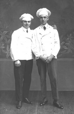 Bäckerlehrling Wilhelm Specht (rechts)