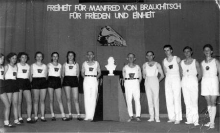 Neukalener Turnerriege in Teterow, 6.3.1954