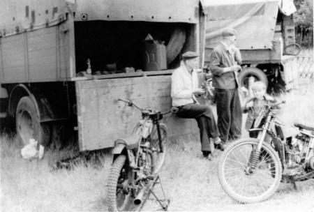 Wilhelm Schulz und Kurt Tetzlaff wachen über die Schmiedeberg - Maschinen